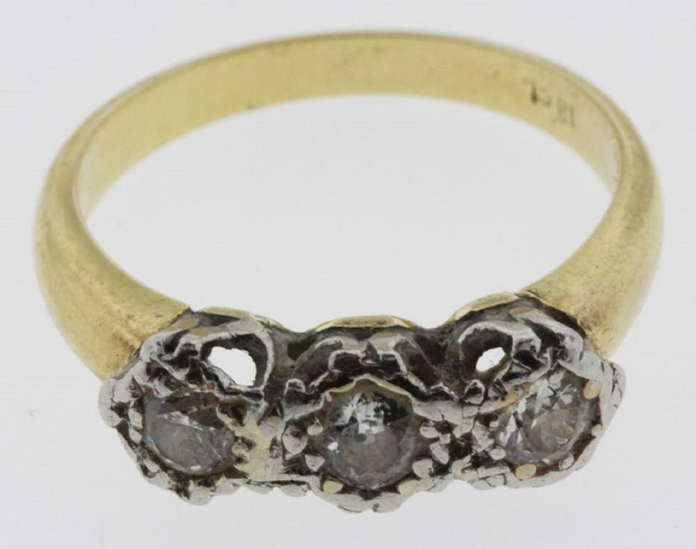 Vintage 18ct Yellow Gold Ring set with three tandem Diamonds