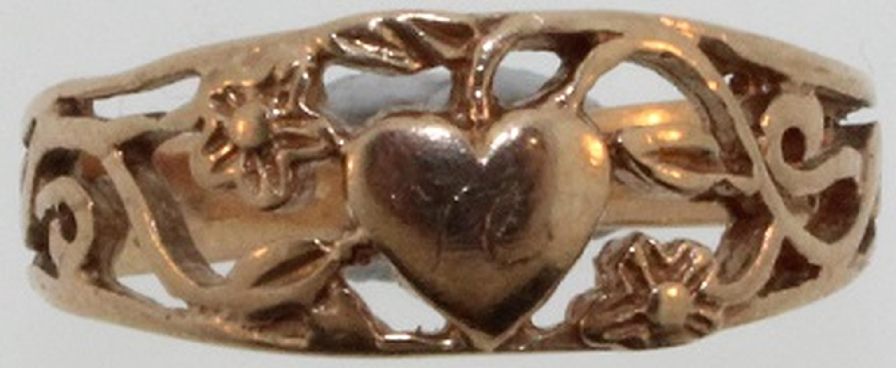 Filigree Ring in 9ct Yellow Gold featuring a Heart and Flowers