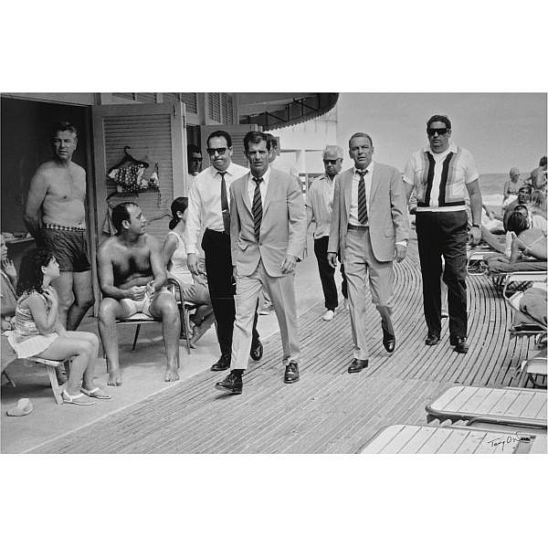 m - Terry O'Neill (b. 1938) , Frank Sinatra and bodyguards, Miami Beach, 1968