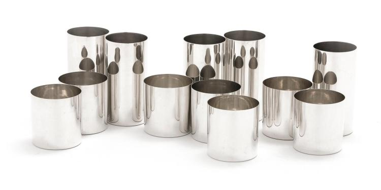 A SET OF TWELVE AMERICAN SILVER BEAKERS IN SIZES, TIFFANY & CO AND CARTIER, NEW YORK, CIRCA 1970 |