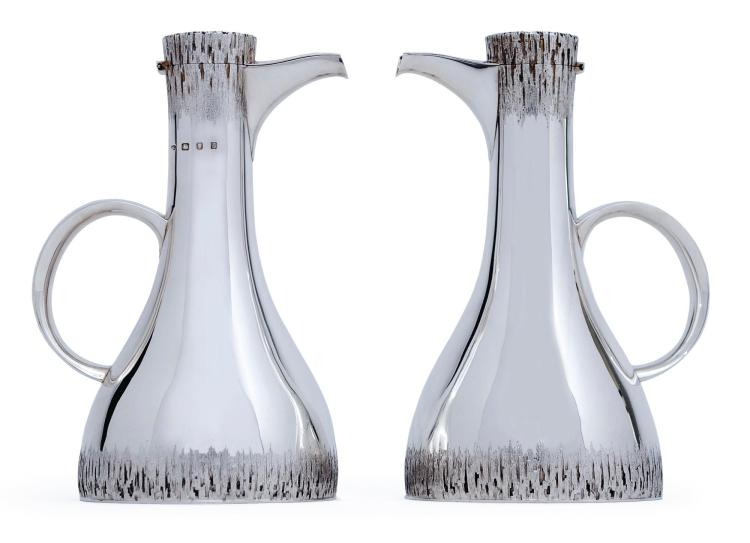 A PAIR OF ENGLISH SILVER JUGS, CHRISTOPHER LAWRENCE, LONDON, 1973 |