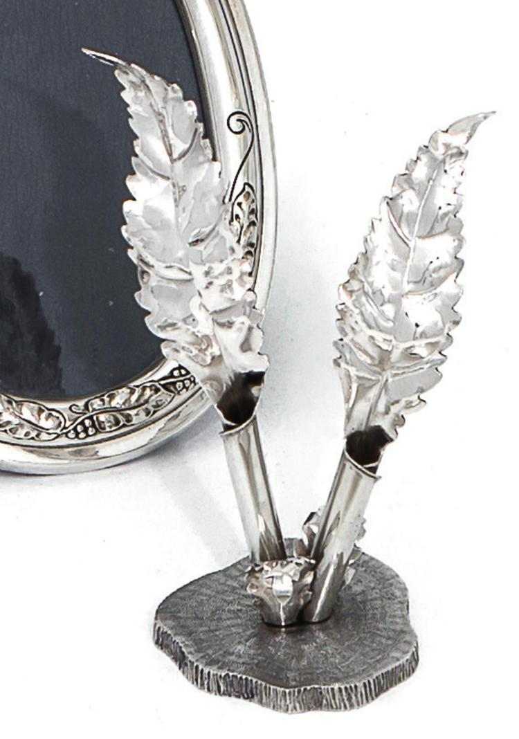 AN ITALIANSILVER PEN HOLDER AND OLIVE BRANCH SPRAY, BUCCELLATI, MILAN, LATE 20TH CENTURY  