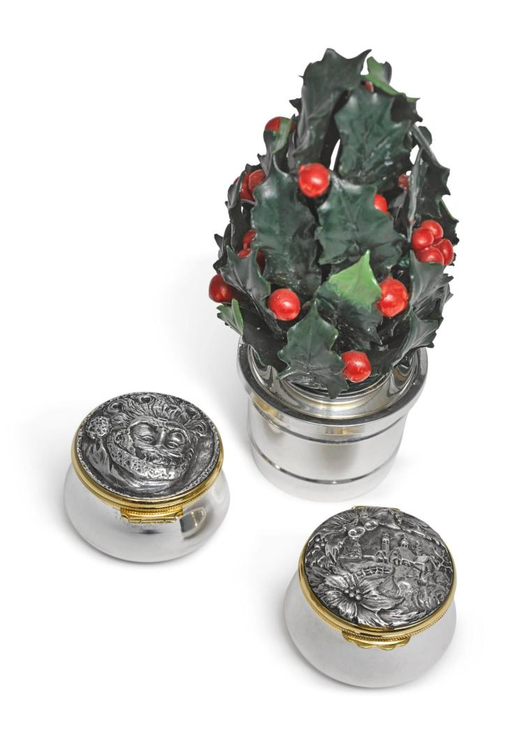 A SET OF TWO ITALIAN PARCEL-GILT SILVER CHRISTMAS PILL BOXES, BUCCELLATI, LATE 20TH CENTURY |