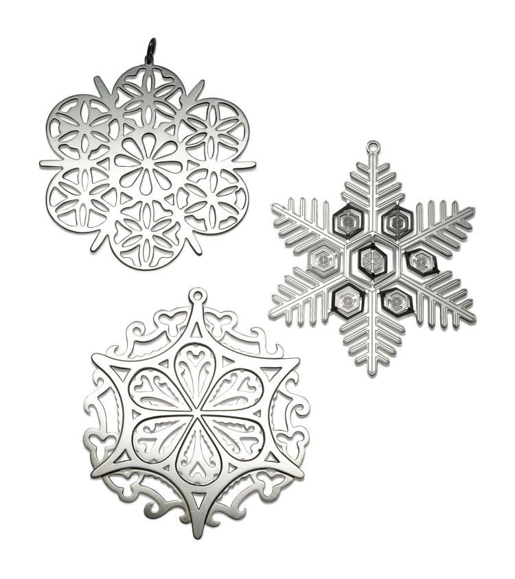 A SET OF AMERICAN SILVER YEARLY EDITION SNOWFLAKE ORNAMENTS, RETAILED BY THE METROPOLITAN MUSEUM OF ART, 1971-2017 |