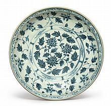 A VIETNAMESE BLUE AND WHITE CHARGER<BR>15TH CENTURY |