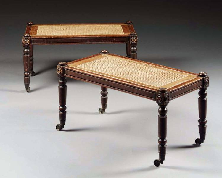 w - A PAIR OF GEORGE IV OAK HALL BENCHES, CIRCA 1825