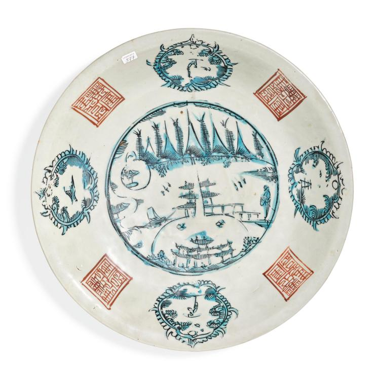 A 'SWATOW' DISH MING DYNASTY, 17TH CENTURY |