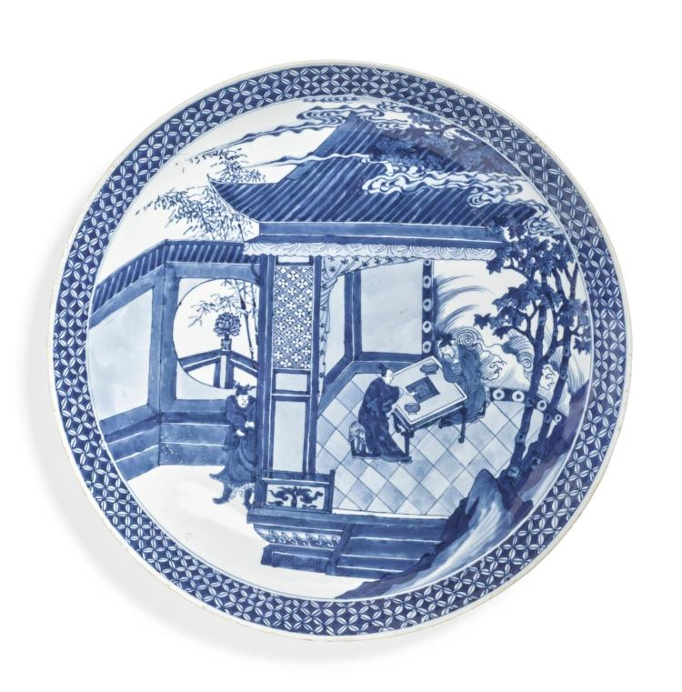 A LARGE BLUE AND WHITE CHARGER QING DYNASTY, KANGXI PERIOD |