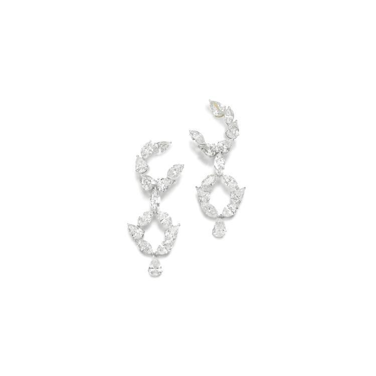 PAIR OF DIAMOND EAR CLIPS