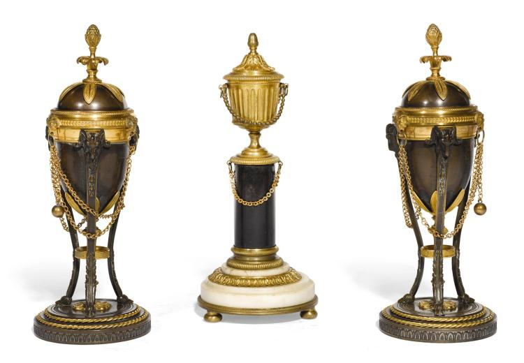 A PAIR OF REGENCY GILT AND PATINATED BRONZE CASSOLETTES, CIRCA 1820 |