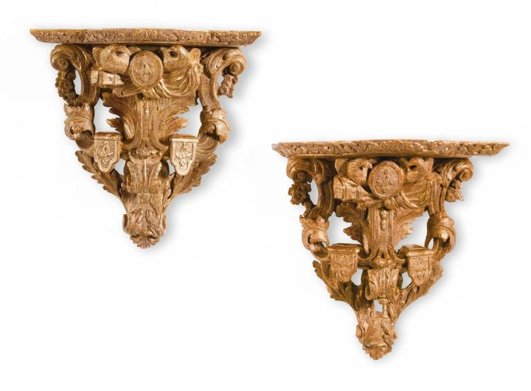 A PAIR OF RÉGENCE CARVED GILTWOOD WALL BRACKETS CIRCA 1715 |