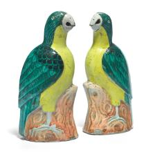 A PAIR OF CHINESE PORCELAIN MODELS OF PARROTS<BR>QING DYNASTY, 18TH/19TH CENTURY |