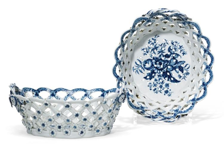 A PAIR OF WORCESTER BLUE AND WHITE OVAL TWO-HANDLED CHESTNUT BASKETS |