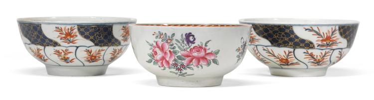 A PAIR OF WORCESTER BOWLS DECORATED IN THE 'FAN' PATTERN, AND ANOTHER WORCESTER BOWL, CIRCA 1770 |