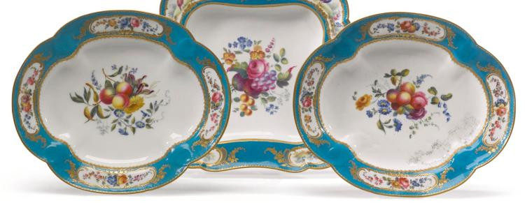 A PAIR OF SÈVRES-STYLE LOBED OVAL DISHES |