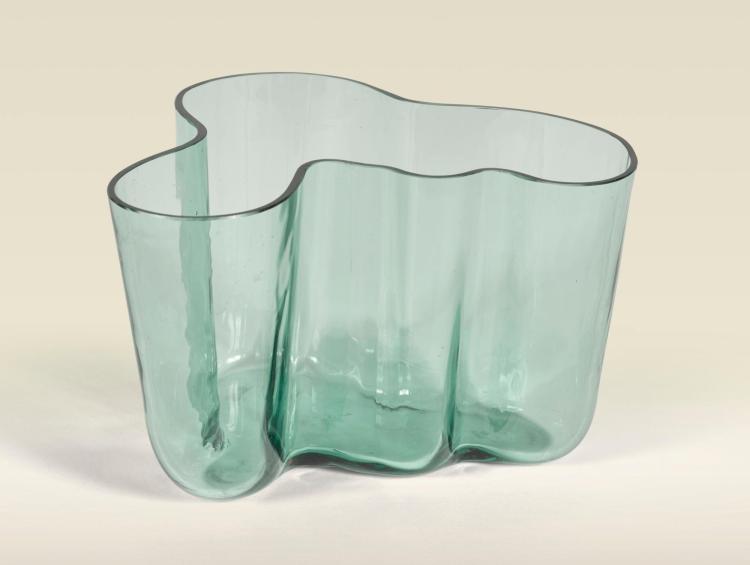 alvar aalto early 39 savoy 39 vase model no 9750 from the. Black Bedroom Furniture Sets. Home Design Ideas