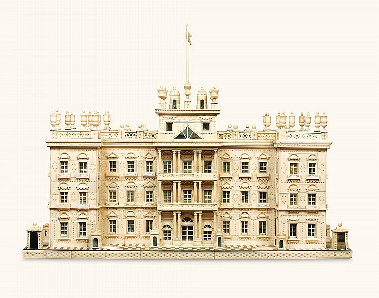 AN INDIAN IVORY MODEL OF A PALACE, PROBABLY MURSHIDABAD LATE 19TH/EARLY 20TH CENTURY | Maquette d'un palais de style Néo-Renaissance
