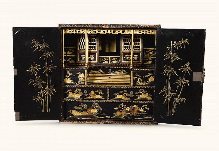 A CHINESE EXPORT BLACK AND GILT LACQUERED CABINET, 19TH CENTURY |
