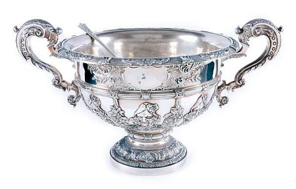 A LARGE SILVER PUNCH BOWL, EDWARD BARNARD AND SONS, LONDON, 1909