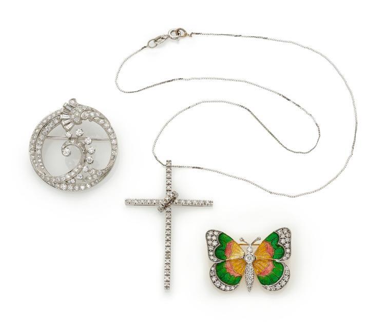 TWO ENAMEL AND DIAMOND BROOCHES AND A DIAMOND PENDANT (DUE SPILLE IN SMALTO E DIAMANTI E UN PENDENTE IN DIAMANTI)