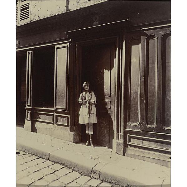 Eugène Atget , 1857-1927 versailles, maison close, petite place