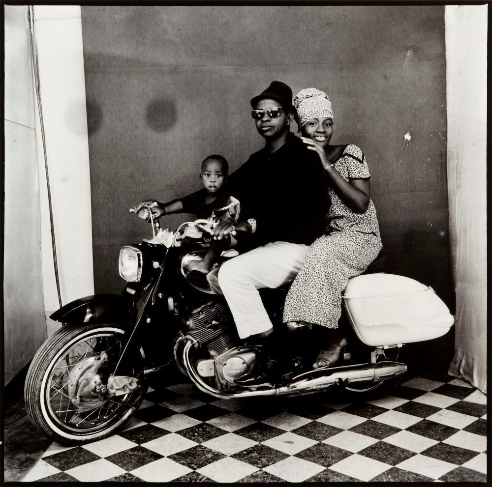 MALICK SIDIBÉ | La famille en moto, 1964