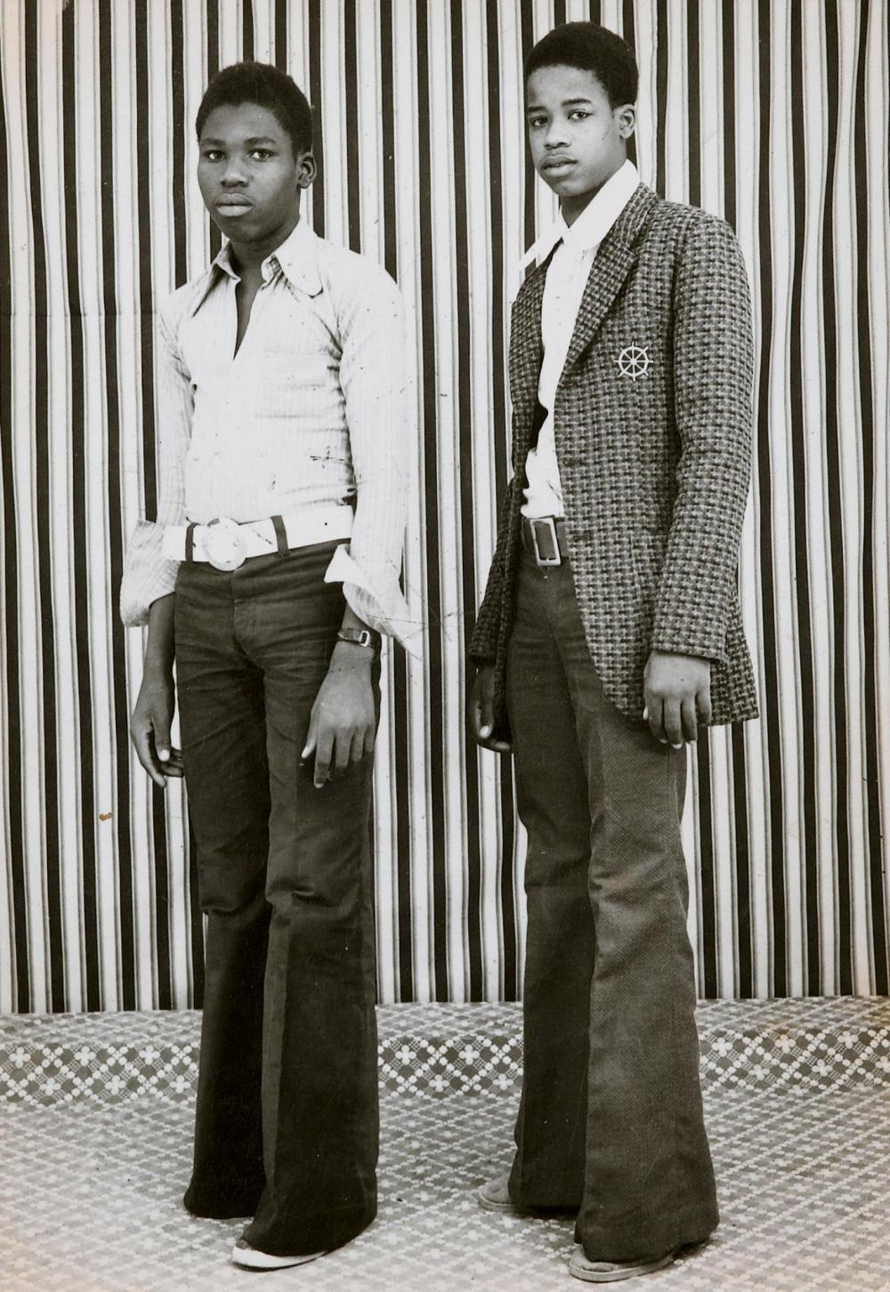 MALICK SIDIBÉ | Untitled (Deux jeunes hommes)