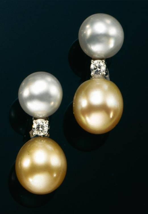 Sold Price Paio Di Orecchini Pendenti In Oro Diamanti E Perle Coltivate December 2 0104 12 00 Am Cet