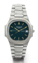 PATEK PHILIPPE | A STAINLESS STEEL CENTRE SECONDS CUSHION-FORMBRACELET WATCH WITH DATE<br />REF 3900/1 MVT 1551071 CASE 2817265 NAUTILUSMADE IN1985