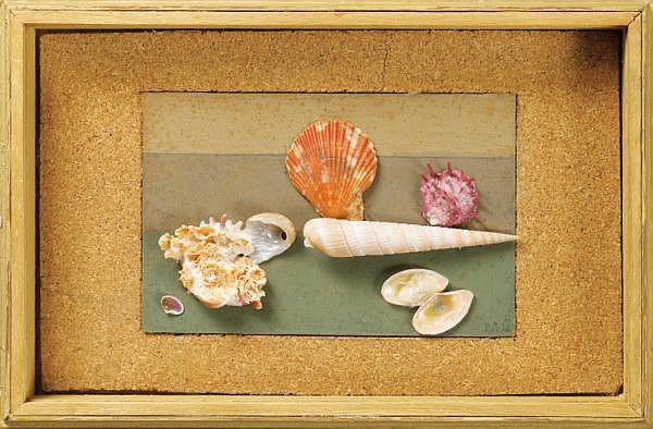 Rose Adler , 1890-1959 COQUILLAGE   coquillages montés sur carton peint, cadre de l'artiste en en liège et bois