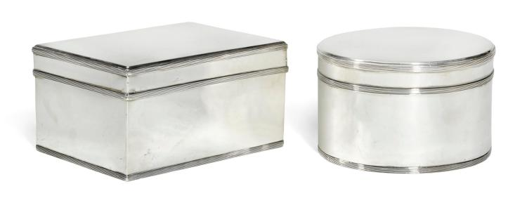 A PAIR OF DUTCH SILVER BISCUIT BOXES, JACOBUS CARRENHOF, AMSTERDAM, 1802 |
