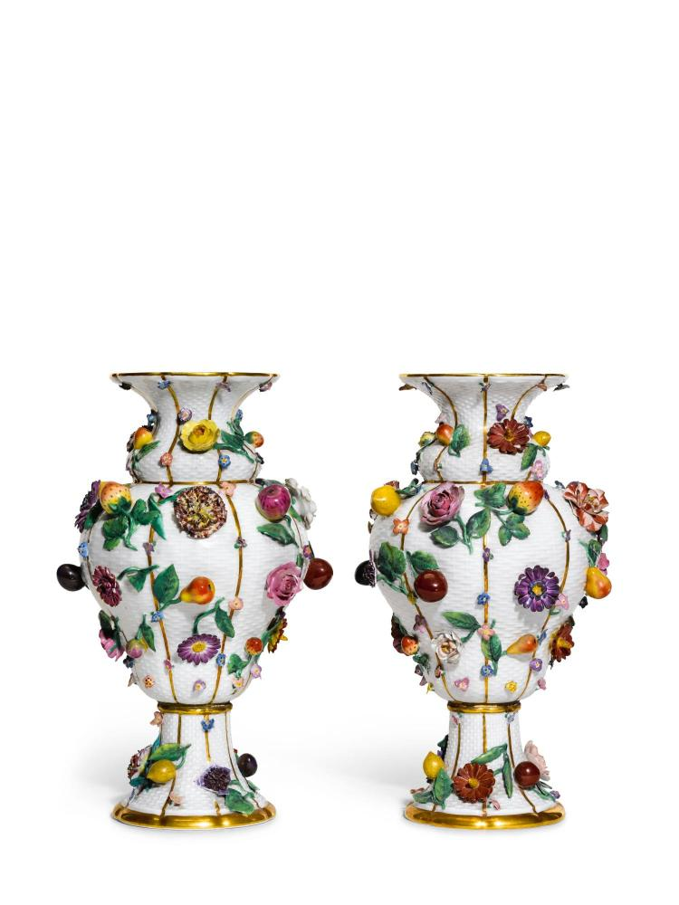 A PAIR OF MEISSEN FRUIT AND FLOWER ENCRUSTED VASES, LATE 19TH CENTURY |