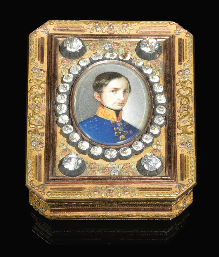 A FOUR-COLOUR GOLD AND ENAMEL PRESENTATION SNUFF BOX, HANAU, CIRCA 1840 | A four-colour gold and enamel presentation snuff box, Hanau, circa 1840