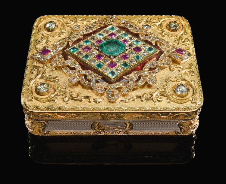 A RICHLY-JEWELLED TWO-COLOURED GOLD SNUFF BOX, JOHANN WILHELM KEIBEL, ST. PETERSBURG, 1845 | A richly-jewelled two-coloured gold snuff box, Johann Wilhelm Keibel, St. Petersburg, 1845