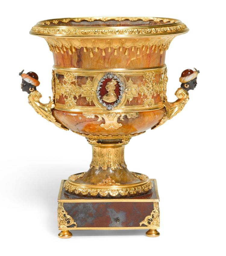'THE SUN KING'. AN IMPRESSIVE  HARDSTONE COMMEMORATIVE URN WITH JEWELLED GOLD AND ENAMEL MOUNTS, LATE 19TH CENTURY | 'The Sun King'. An impressive  hardstone commemorative urn with jewelled gold and enamel mounts, late 19th century
