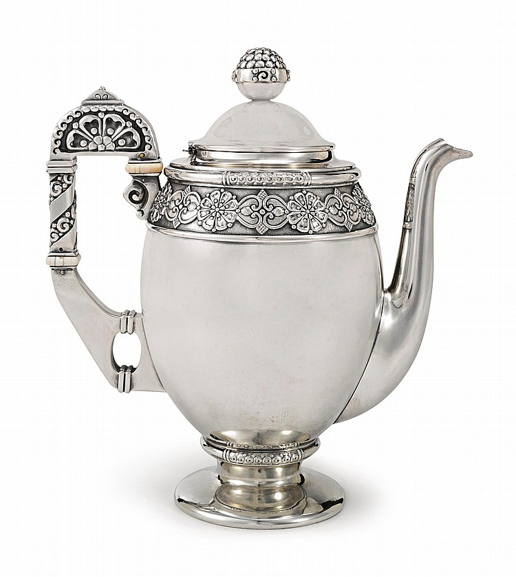 A FABERGÉ SILVER COFFEE POT, MOSCOW, 1908-1917 |
