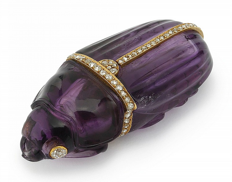 A GOLD AND DIAMOND-MOUNTED AMETHYST SCARAB-FORM SCENT BOTTLE, CIRCA 1900 |