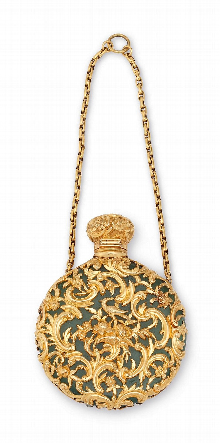 AN ENGLISH GOLD-MOUNTED JADE SCENT FLASK, CIRCA 1830 |