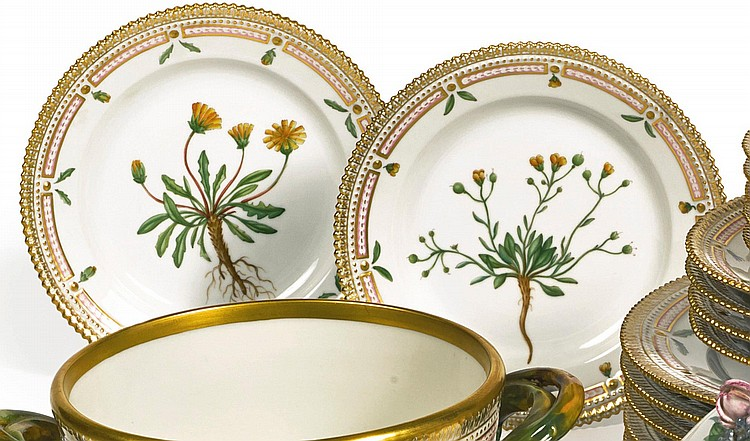A SET OF TWELVE ROYAL COPENHAGEN 'FLORA DANICA' DESSERT PLATES<BR>MODERN |