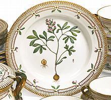 A SET OF TWELVE ROYAL COPENHAGEN 'FLORA DANICA' DINNER PLATES<BR>MODERN |