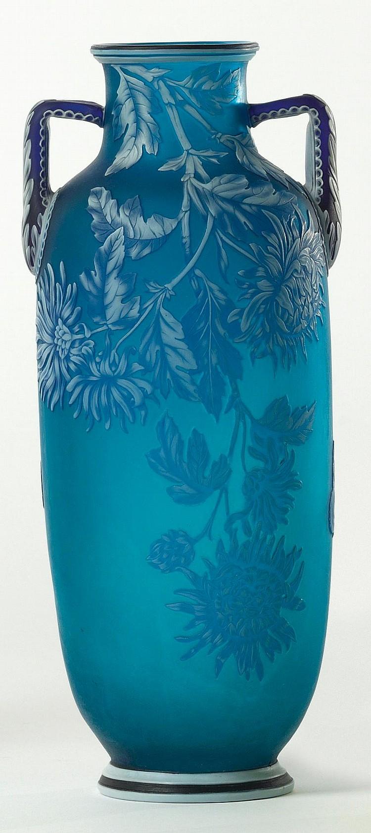 A THOMAS WEBB TWO-COLOUR CAMEO GLASS AMPHORA VASE<BR>CIRCA 1890 |