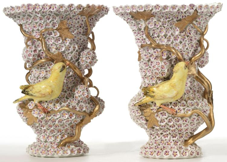 A PAIR OF MEISSEN SMALL 'SCHNEEBALLEN' VASES<BR>LATE 19TH CENTURY |