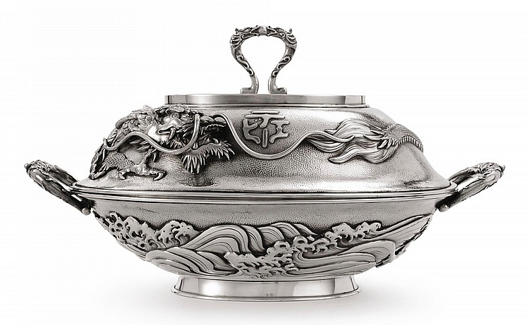 A JAPANESE SILVER LARGE ENTRÉE DISH AND COVER, ARTHUR & BOND, YOKOHAMA, CIRCA 1900 |