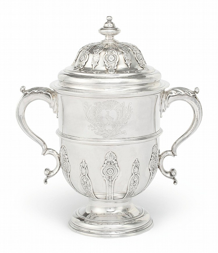 A GEORGE II SILVER CUP AND COVER, THOMAS FARREN, LONDON, 1733 |