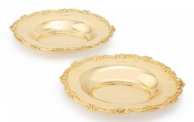 GOLD: A PAIR OF ENGLISH EIGHTEEN-KARAT GOLD BREAD TRAYS, E. SILVER & CO., SHEFFIELD, 1940 |