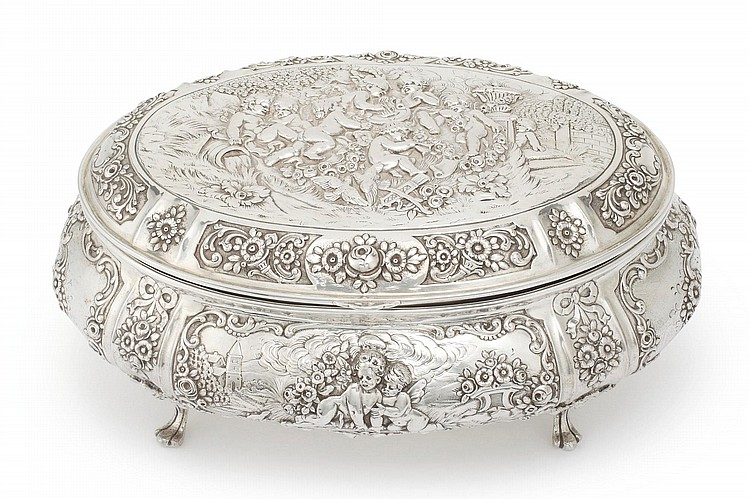 A GERMAN SILVER LARGE BOX, LATE 19TH CENTURY |