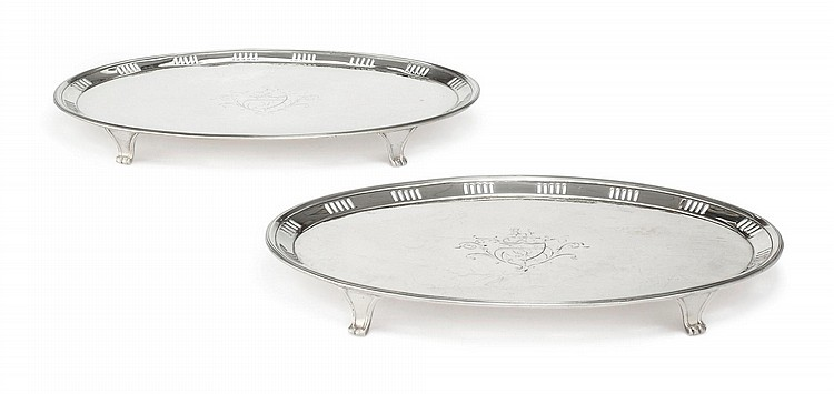 A PAIR OF IRISH SILVER OVAL WAITERS, MICHAEL HOMER, DUBLIN, 1791 |