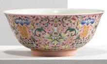 A FAMILLE-ROSE BOWL<BR> QING DYNASTY |