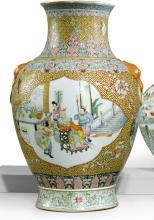 A LARGE YELLOW-GROUND FAMILLE-ROSE VASE<BR> REPUBLIC PERIOD |