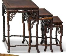 A SET OF THREE HARDWOOD NESTING TABLE-FORM STANDS<BR> LATE QING DYNASTY |
